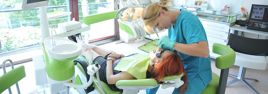 Одноразовые салфетки процедурные (нагрудники стоматологические)